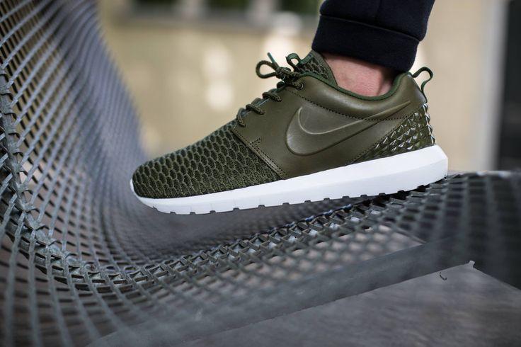 Nike Flyknit Roshe Run - rough green