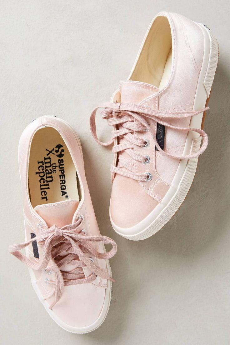 des sneakers mimi toutes rose !! juste pour les filles ;)