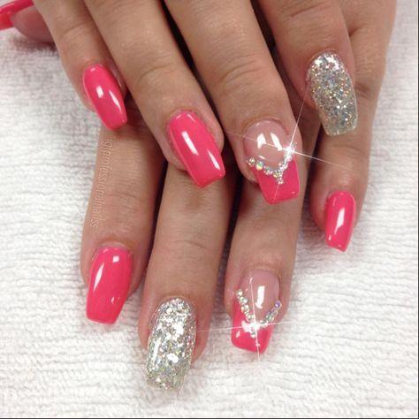 Pretty glitter nail art design idea for summer, short nails nail art