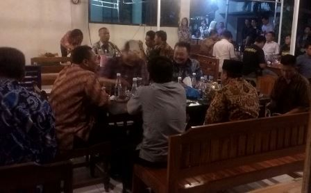 Kapolda Jatim Cangkrukan Sambil Rayakan HUT Kapolres Madiun