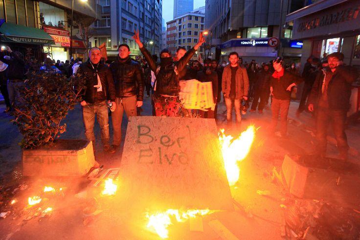 12.03.2014 -  Second Night Of Clashes In Turkey After Burial Of Berkin Elvan