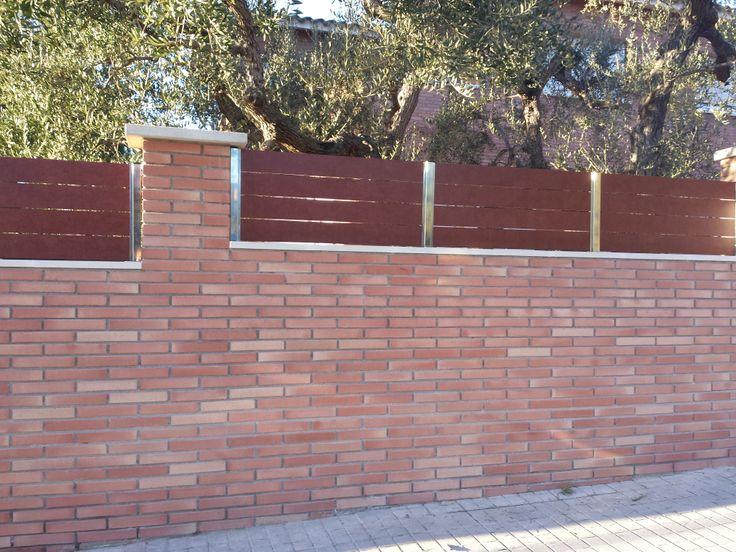 Valla de compacto fenolico en lamas de imitaci n madera - Vallas para muros ...