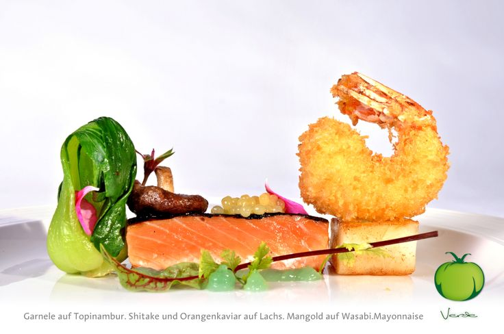 Knusper.Garnele auf Topinambur.Würfel. Shitakepilz und Orangenkaviar auf Lachs. Mangold auf Wasabi.Mayonnaise   Crunchy prawn on a topinambour cube. shiitake mushroom and orange caviar on salmon. chard on wasabi mayonnaise