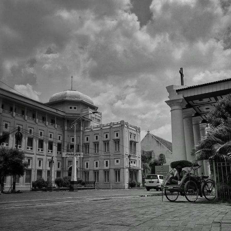 Bangunan yang ada di Kota Lama Semarang sangat Nampak indah. Tak salah kalau banyak pelancong yang datang kesana untuk sekadar berjalan jalan atau memfoto indahnya gedung gedung di Kota Lama Semarang.[Photo by instagram.com/ethamalau]