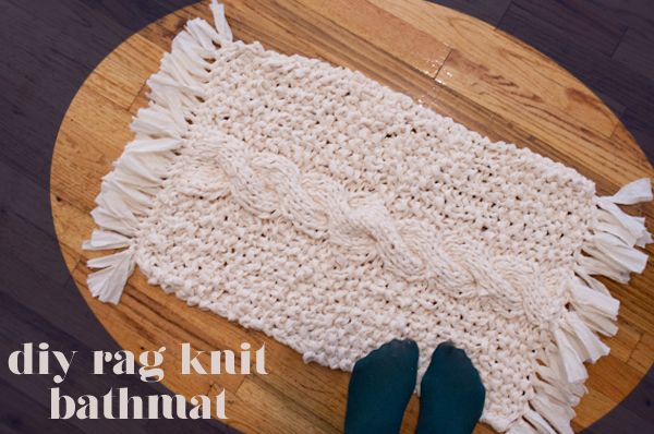 DIY RAG KNIT BATHMATDiy Rag, Knits Bathmat, Rag Bathmat, Diy Bathmat, Fabrics Scrap, Bathroom Rag, Diy Bathrug, Fabric Scraps, Bath Mats