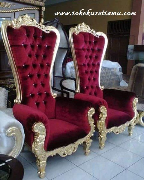 Luxury Sofa Princess Syahrini SFK-009 ini memiliki desain yang dinamis terbuat dari kayu mahoni berkualitas dengan finishing cat duco emas.
