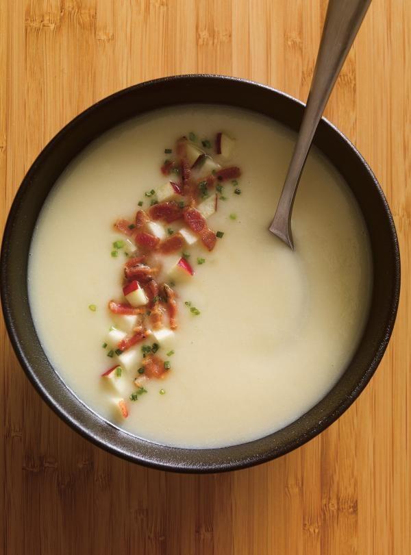 Le mariage des oignons, du cheddar fort et de la pomme de terre donne à cette crème un goût riche et onctueux.