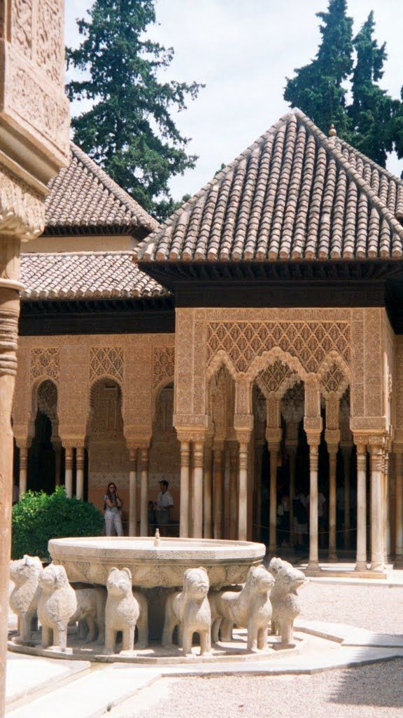 Alhambra - patio de los leones -  The famous Lion Courtyard dates from the time of Mohammed V. The 11th century fountain is supported by 12 lions carved out of stone.  +++ Robert's blog posts about Spain:  http://bovington-posts.blogspot.com.es/  http://bobbovington.blogspot.com.es/  http://bovingtonphotosofspain.blogspot.com.es/