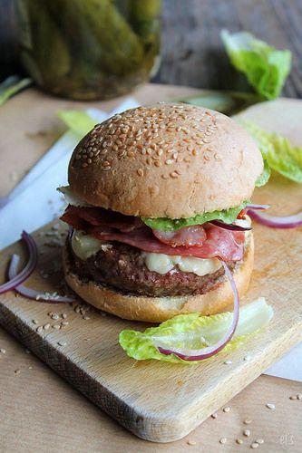 burger au bacon, cheddar et oignons