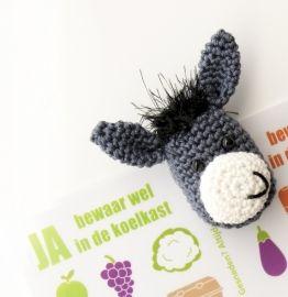 Gratis haakpatroon van koelkastmagneet ezel Erik bij het Boek Handpoppen haken #haken #haakpatroon #gehaakt #amigurumi #knuffel #gehaakt #crochet #häkeln #cutedutch