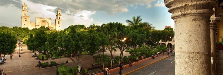 Mérida te ofrece varias opciones de cultura, historia, diversión y su deliciosa gastronomía, por lo que te recomendamos comenzar tu visita en el Centro Histórico de la Ciudad, en donde se puede apreciar gran variedad de edificios coloniales, museos, galerías, teatros, cafés al aire libre, bares, ropa típica, parques, hoteles, restaurantes con comida típica nacional e internacional.