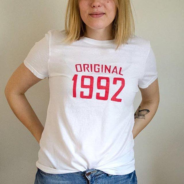 Born in 1992 🙌 Go to the blog to see how to make this tee by yourself #linkinbio⠀  ⠀  #moreontheblog #linkkiprofiilissa #diy #diyideas #diyers #teeseitse #makersgonnamake #kankaanpainanta #printingshirt #printingonfabric #printtee #1992 #bornin1992 #90s #bloggers #blog #blogi #printshirt #doityourself #birthday #birthdaygiftidea