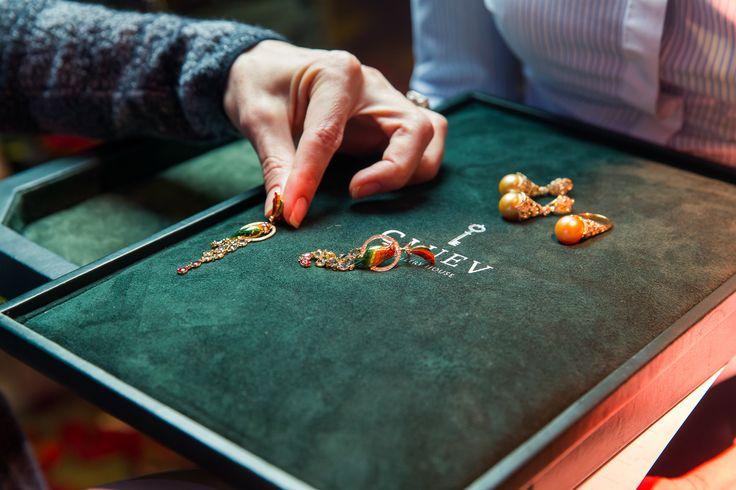 """В ресторане «Павильон» на Патриарших прудах состоялся закрытый прием ювелирного дома Cluev по случаю презентации первой части новой коллекции """"Ар-деко a la Russe""""."""