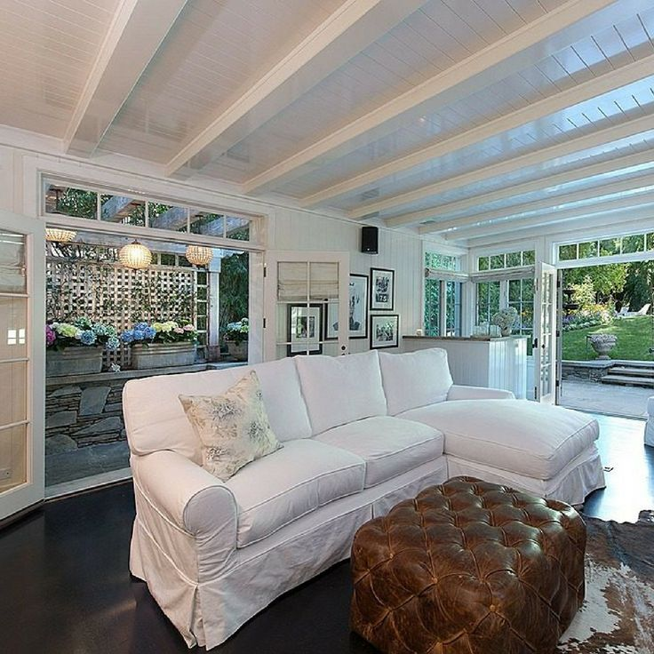 Let's take a peek inside the homes of 10 past award winners. #RealEstate #CelebrityHomes #Adele #JenniferLawrence #KatharineHepburn #home #celebrity  https://www.zillow.com/blog/see-inside-10-award-winners-homes-210105/