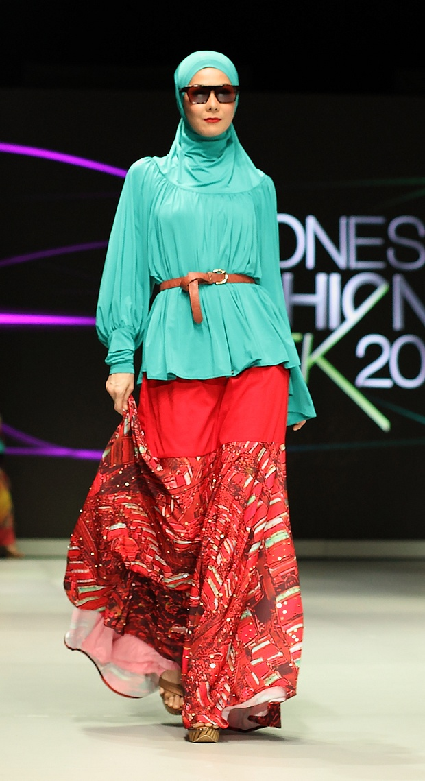 A glorious digitally-printed garment from Fenny Mustafa that helped her steal the show in the Muslim wear parade at Indonesia Fashion Week 2013.