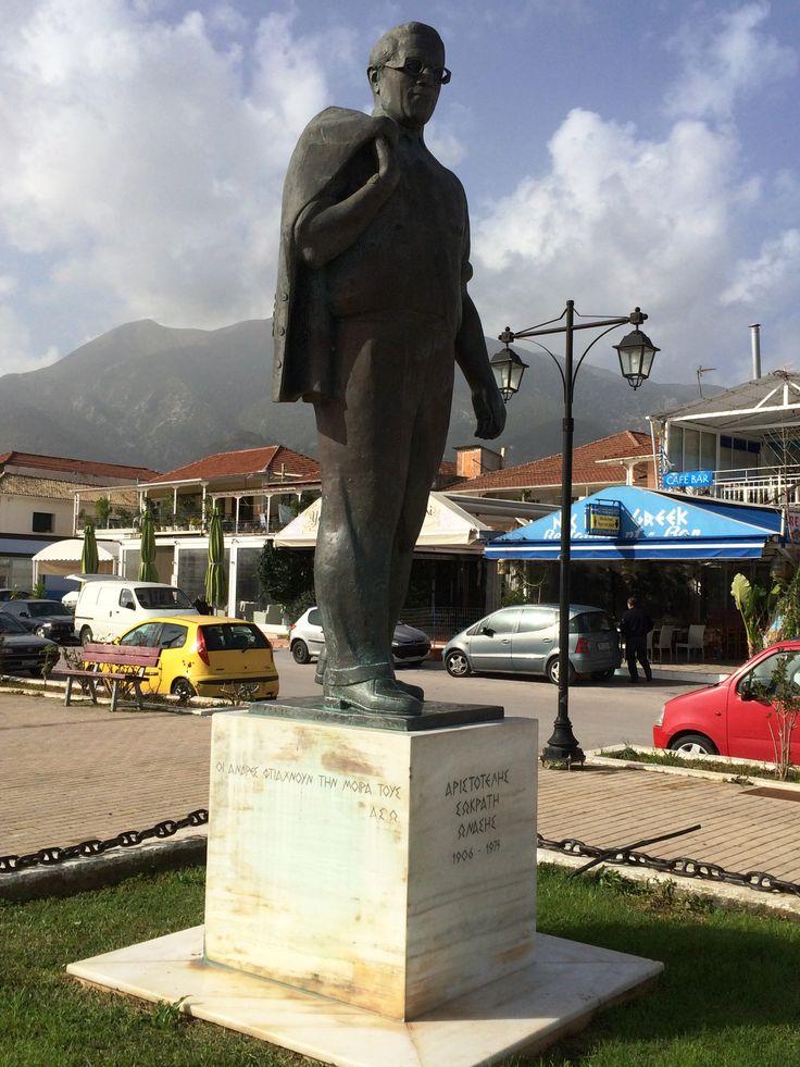 Aristotele Onasis 's Statue