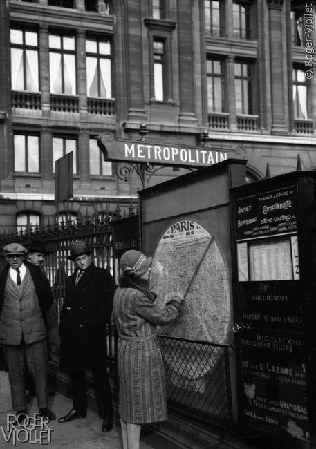premiers-metros-parisiens Plan de Paris, station Gare Saint-Lazare, années 1930. © Roger-Viollet