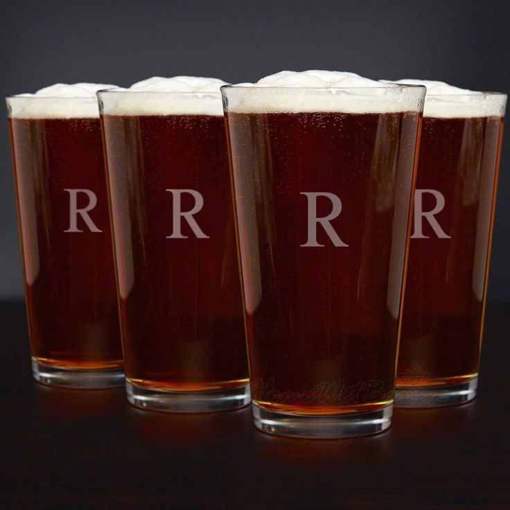 Personalized Classic American Pint Glasses, Set of 4 (Clear/Q)