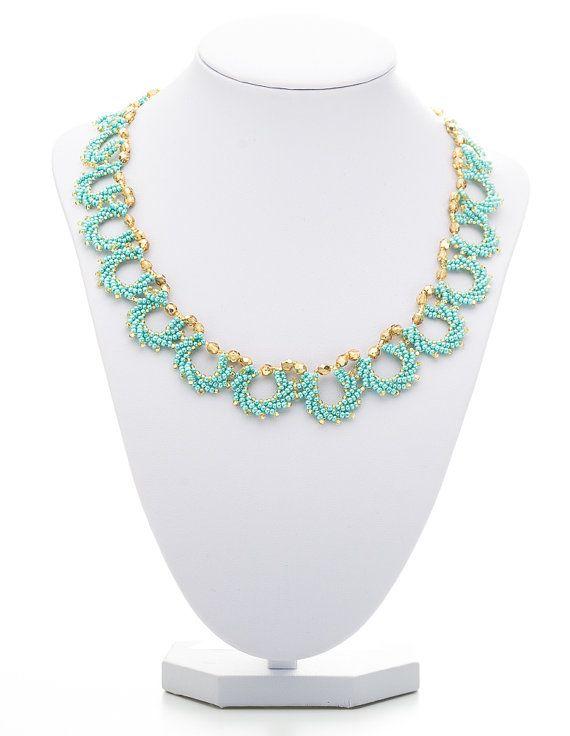 Diese fabelhafte elegant und zarte Halskette Perlen mit Türkis Japanische Miyuki Rocailles und Funkenbildung blass gold tschechischer Feuer