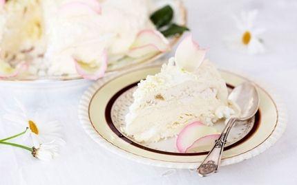 Raparperi-jäätelökakku