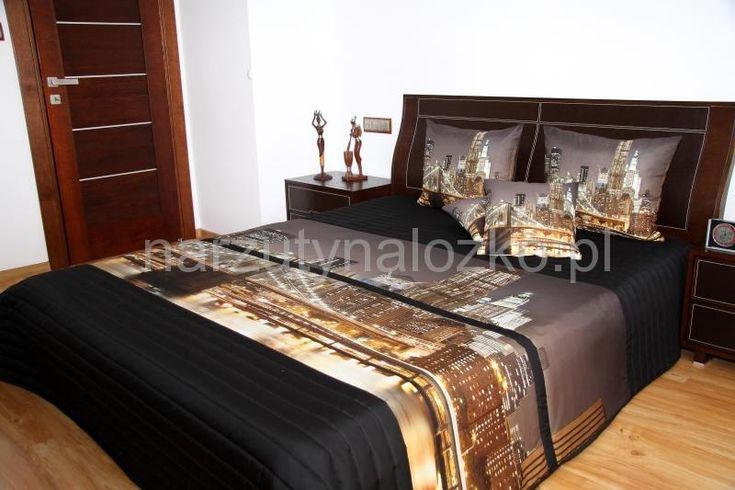 Narzuty pikowane na duże łóżka w kolorze czarnym z nocnym miastem