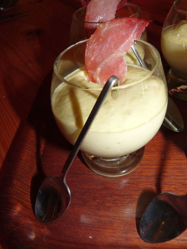 Pour 8 personnes Temps de préparation : 15 minutes Temps de cuisson : 10 minutes Difficulté : moyenne Ingrédients : 185 gr d'asperges vertes en conserve 6 tranches de bacon 1 feuille de gélatine 20...