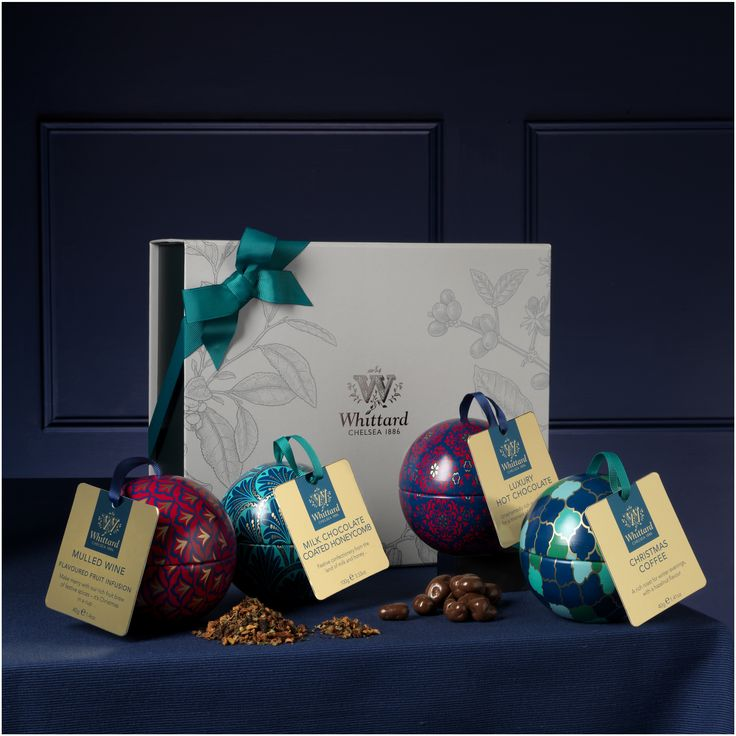 Buy the Christmas Deck the Halls Gift Box online from Whittard of Chelsea, part of our library of beautiful gifts for tea, coffee and cocoa lovers.