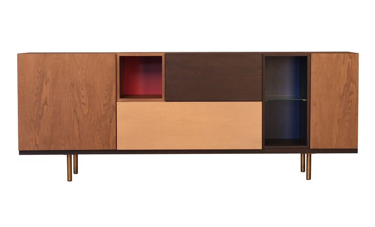 Design Centro Ricerche MAAM  Sistema modulare con elementi accostabili o pensili di diverse misure. Ogni elemento può essere a giorno, con porte o cassetti. La collezione è in legno di Frassino tinto in varie tonalità. Ripiani in cristallo.