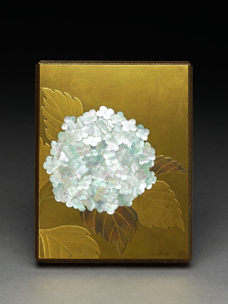 1900 Japanese Lacquered Box with a hydrangea flower made with pearl shell. ( wood, inlaid with pearl shell, and with takamaki-e, togidashi maki-e, and nashiji lacquer decoration)