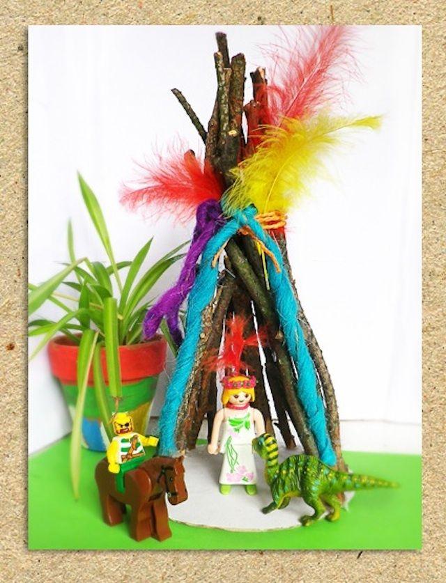 Indianer Tipi aus Stöcken selbst basteln. Toll  auch zum Spielen mit Playmobil! Die Anleitung findet Ihr in unserem Wummel-Blog: https://www.wummelkiste.de/blog/tipizelt/