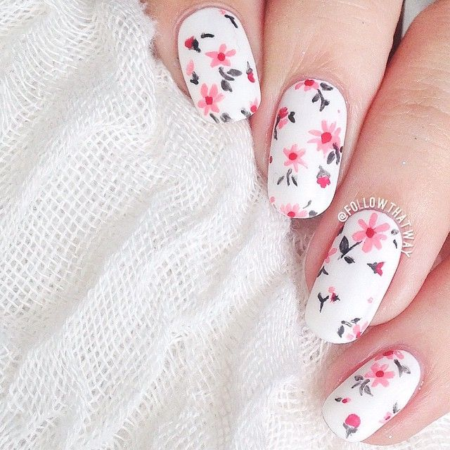 Floral spring manicure. White nails
