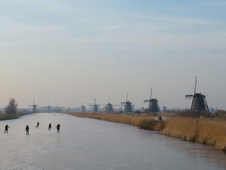 Kinderdijk-molens-winter-schaatsen