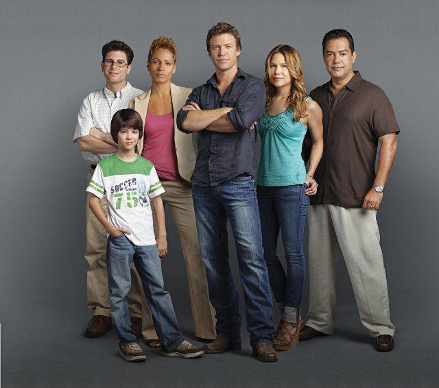 Still of Carlos Gómez, Michelle Hurd, Kiele Sanchez, Jordan Wall, Matt Passmore and Uriah Shelton in The Glades (2010)
