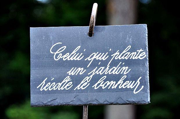 Joli panneau à planter dans le jardin