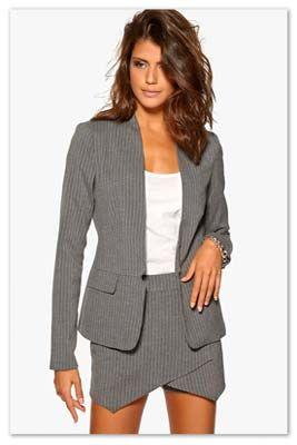 kvinde i grå nederdel jakkesæt af mærket Vila | le-reve.dk