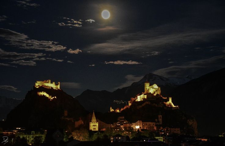 The castles and the moon at Christmas #sion #valais #switzerland #moon #castles