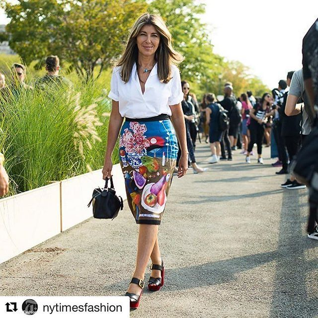 ❤️❤️❤️ #Repost @nytimesfashion ・・・ Still life with lipstick: Nina Garcia @ninagarcia wore a painterly Prada skirt to the Coach show today. Photo by @gastrochic #NYFW #streetstyle #fashion