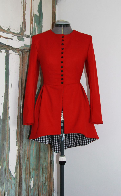 Veste rouge femme queue de pie sans col