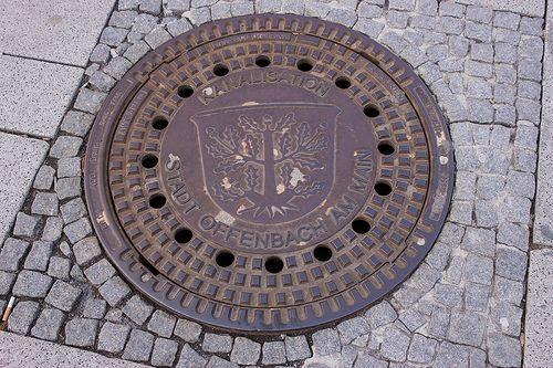 Kanalisationsdeckel der Stadt Offenbach am Main