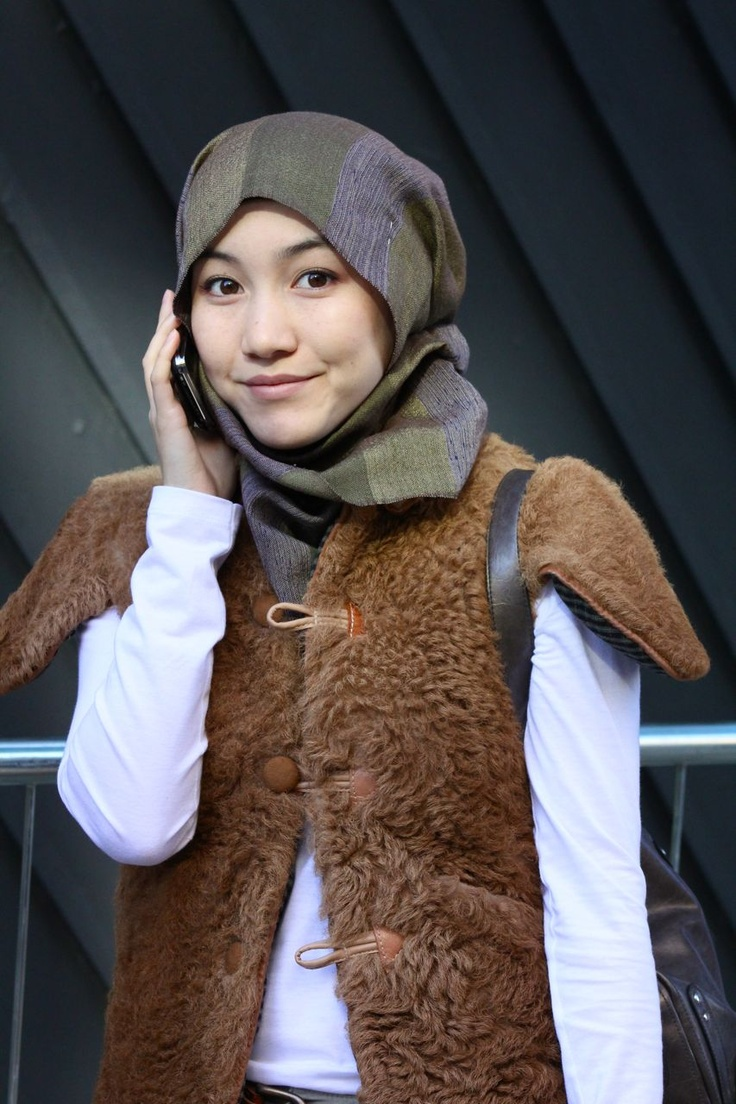 HANA TAJIMA -london-fashion-week-head-scarf