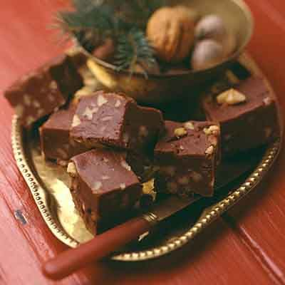 This creamy chocolate fudge is a great gift idea during the holidays.