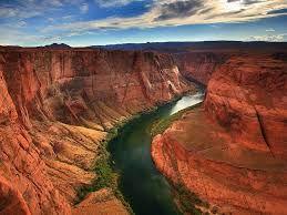 Wielki Kanion położony jest w Arizonie i powstał 17 mln lat temu. Roztaczają się z niego niesamowite widoki.