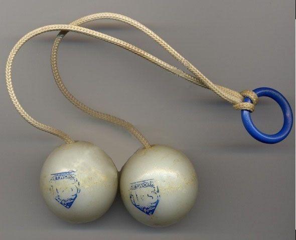 Palline clic clac, ovvero come fratturarsi un polso credendo di divertirsi, furono tolte dal mercato