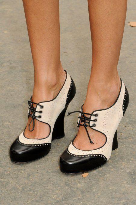 So cute!: Fashion Shoes, Fashion Weeks Paris, Oxfords Heels, Black And White, Fashion Week Paris, Oxford Heels, Sandals, Vintage Shoes, Paris Street Style