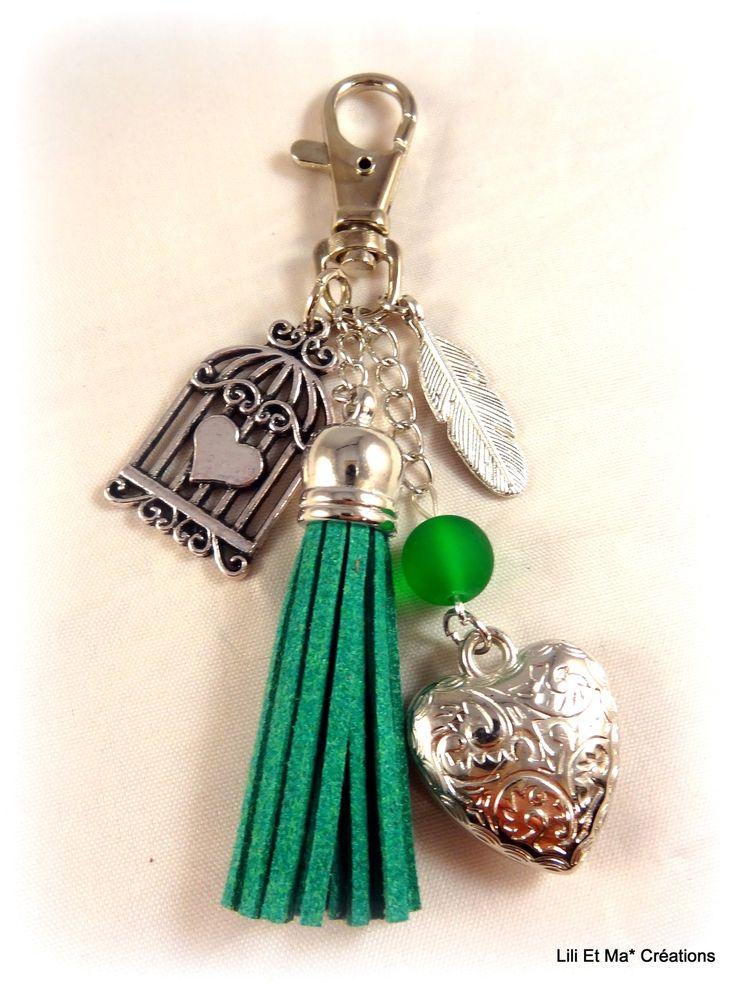 """Bijou de sac, grigri, Lili et Ma* Créations """"pompon coloré vert"""" : Porte clés par lili-et-ma-creations"""