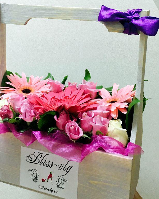 Цветы в деревянных ящиках #flowers #bouquets #roses #Volgograd