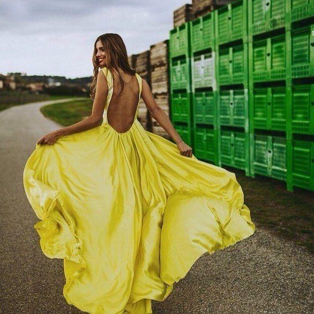 """186 Me gusta, 2 comentarios - BodaMás El Corte Inglés (@bodamas) en Instagram: """"¡#FelizViernes! ¿Nos vamos de #boda? Vestido: @lacroixebcn #BodaMas #boda #UnaBoda10 #wedding…"""""""