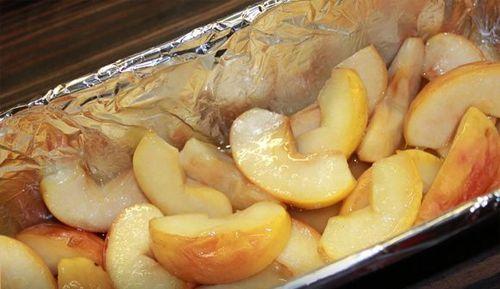 Azok a sütemények amelyek kakaóval készülnek általában nagy sikert aratnak. Ma egy olyan különlegesen finom sütemény receptjét hoztuk el nektek, amely minden képzeletet felülmúl! Nagyon könnyen elkészíthető, az íze fenséges és nagyon mutatós! Hozzávalók az alma megpárolásához: 3 db alma, 50 g vaj, 1/4 bögre cukor. A tésztához 200 g[...]