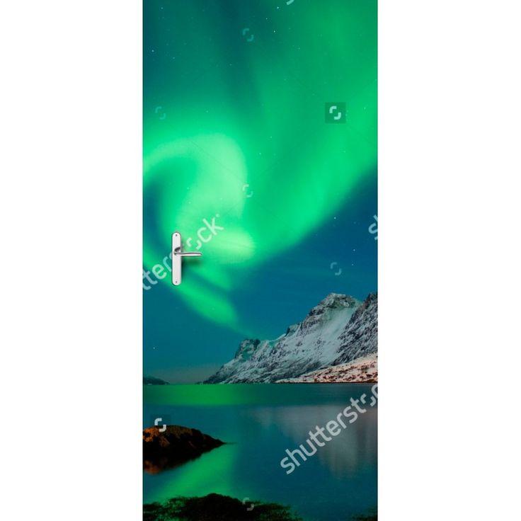 Deursticker Noorderlicht | Een deursticker is precies wat zo'n saaie deur nodig heeft! YouPri biedt deurstickers zowel mat als glanzend aan en ze zijn allemaal weerbestendig! Verkrijgbaar in verschillende afmetingen.   #deurstickers #deursticker #sticker #stickers #interieur #interieurprint #interieurdesign #foto #afbeelding #design #diy #weerbestendig #noorderlicht #natuur #fenomeen #noorwegen #koud #groen