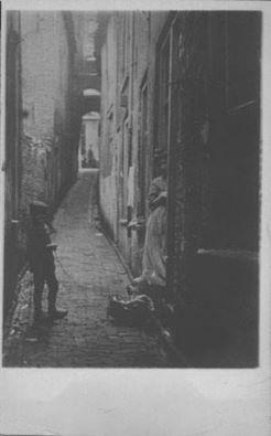 Kloosterhof (een gasje tussen de Bottelstraat en Papengas) begin jaren '20